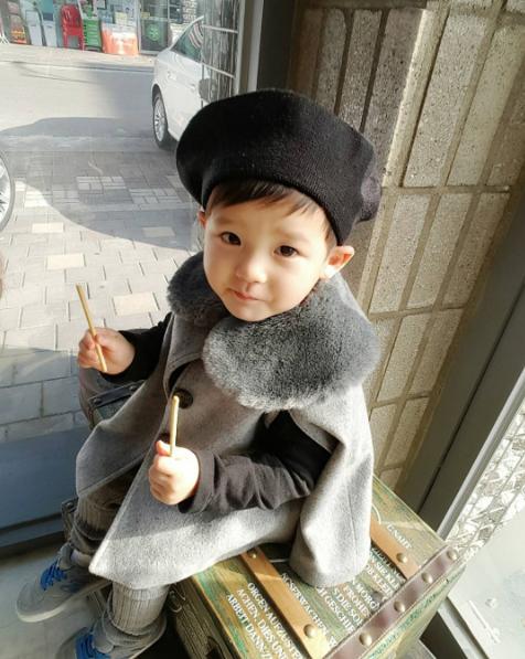 Thiên thần nhí Hàn Quốc diễn sâu siêu đáng yêu gây bão mạng