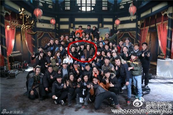 """Bất chấp scandal, Lưu Khải Uy vẫn rạng rỡ chụp ảnh với """"người tình"""""""