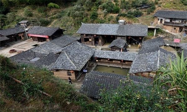 Ngôi làng Đinh Ốc Lĩnh nằm trên ngọn núi tại tỉnh Phúc Kiến, Trung Quốc trong gần một thế kỉ qua không hề xuất hiện bóng dáng củamuỗi. Dù những ngôi làng xung quanh không may mắn như vậy. (Ảnh:QQ)