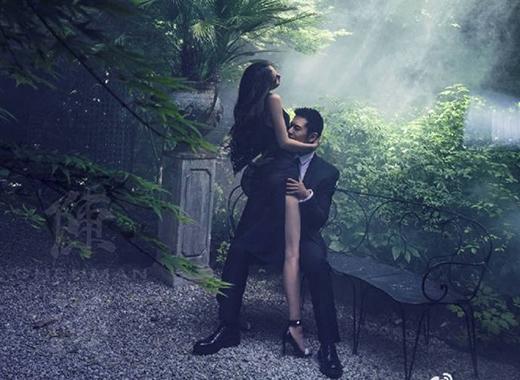 Với khung cảnh đầy sự huyền bí, vẻ đẹp của đôi trai tài - gái sắc này khiến dân tình không thể rời mắt.