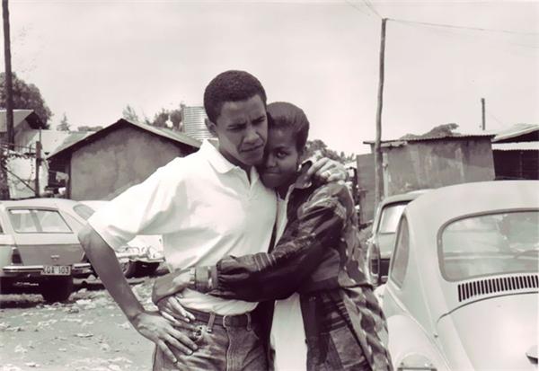 Phải đến khi trực tiếp chứng kiến cuộc nói chuyện giữa ông Obama với các thanh niên da đen nghèo khó ở Chicago cùng nhiều lần hẹn hò đón đưa, chàng sinh viên tưởng là rụt rènày mới thực sự chinh phục được trái tim nàng cố vấn Michelle.