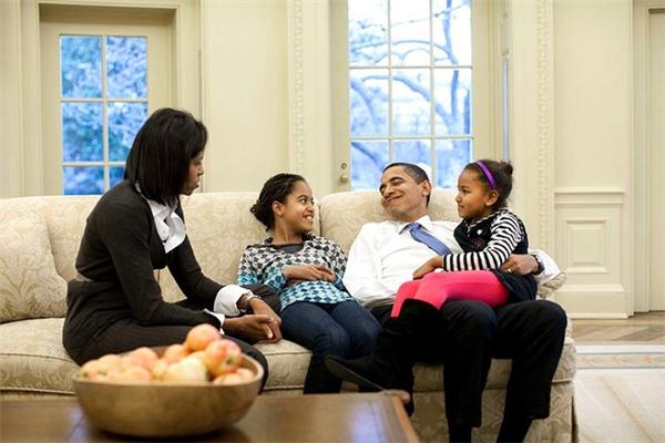 Kể từ sau hàng ngàn khó khăn, trắc trở, ông Obama và bà Michelle càng thấu hiểu nhau hơn, yêu thương và càng xích lại gần nhau hơn.