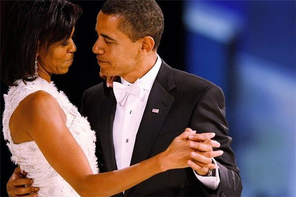Họ yêu nhau ngay từ những cái nhìn âu yếm.