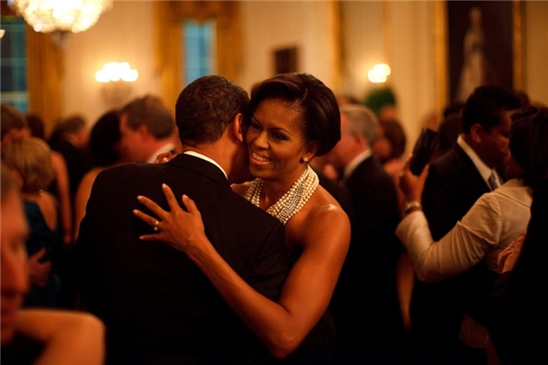 Hai vợ chồng thường xuyên khiêu vũ trước sự ghen tị của nhiều người.
