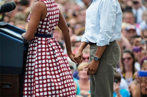 Và cũng chính tình yêu nồng thắm của người phụ nữ này, Barack Obama có một gia đình ấm êm, hạnh phúc.