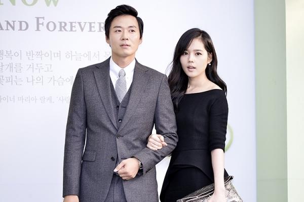 Yeon Jung Hoon và Ha Ga In gặp nhau và trúng tiếng sét ái tình trên phim trườngKhăn tay vàng.