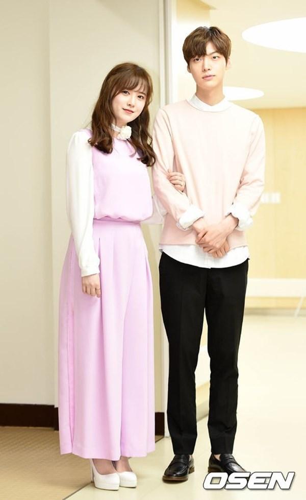 """Cặp đôi """"chị em"""" Ahn Jae Hyun và Goo Hye Sun."""