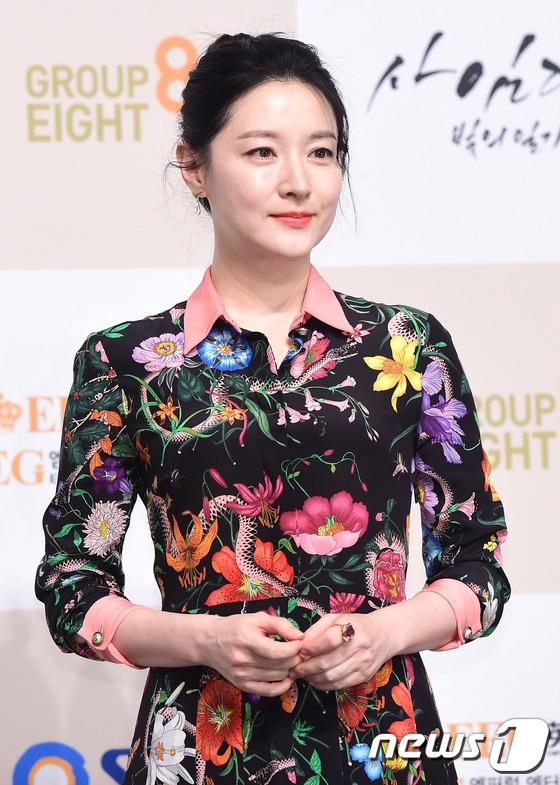 Nhìn vào những hình ảnh này, không thể tin năm nay Lee Young Ae đã bước sang tuổi 46.