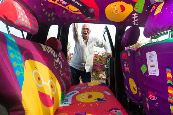 Chiếc xe taxi rực rỡ sắc màu và ấm áp tình người của cụ Vijay.(Ảnh: BuzzFeed)