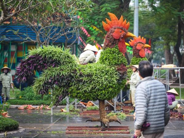 """Giới trẻ Hà Nội ngỡ ngàng với 12 con giáp bằng cây xanh """"khổng lồ"""""""