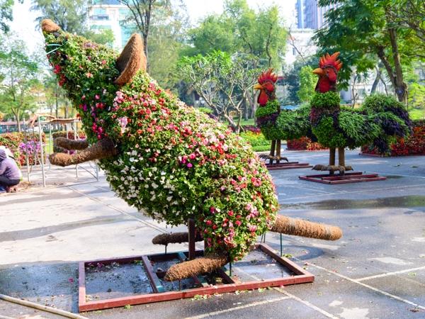 Những con vật này sau khi được hoàn thiện sẽ được trang trí tại công viên Thống Nhất và các khu vực khác như hồ Gươm, đường Thanh Niên.