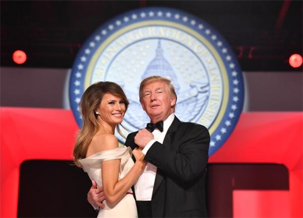 Vẻ mặt buồn bã của Đệ nhất phu nhân Mỹ Melania Trump gây xôn xao