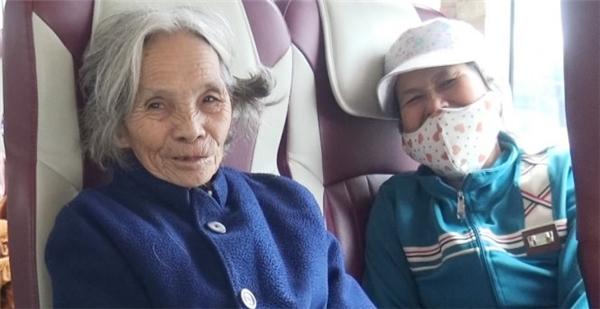 Những người dân lên chuyến xe từ Đà Nẵng về quê nhà.(Ảnh: Internet)