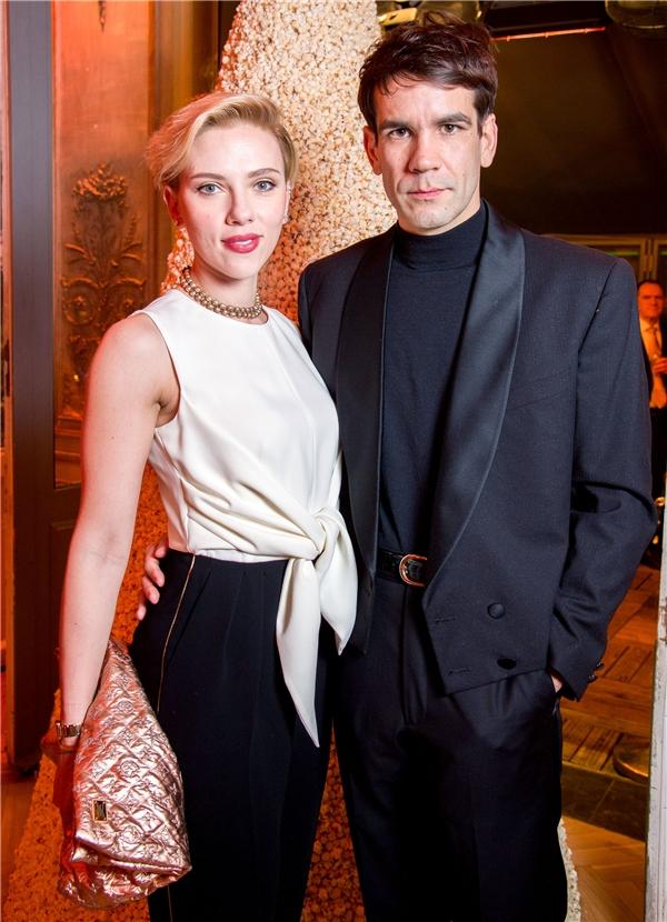 Scarlett Johansson và ông xã người Pháp Romain Dauriac đã chính thức chia tay sau hơn 2 năm kết hôn.