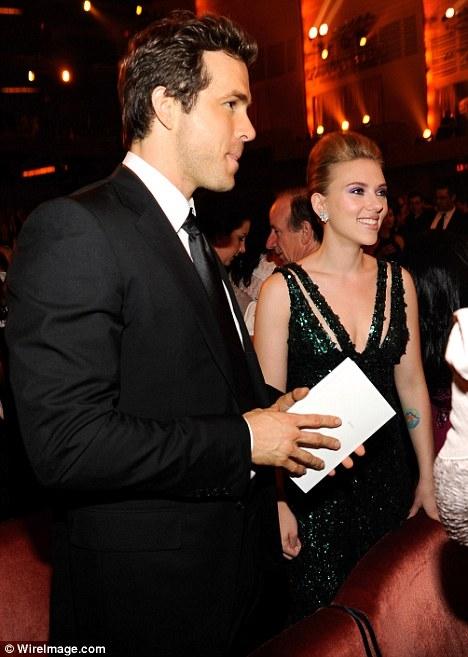Trước khi đến với Romain Dauriac, Scarlett Johansson từng kết hôn với tài tử điển trai Ryan Reynolds từ năm 2008 đến năm 2010.
