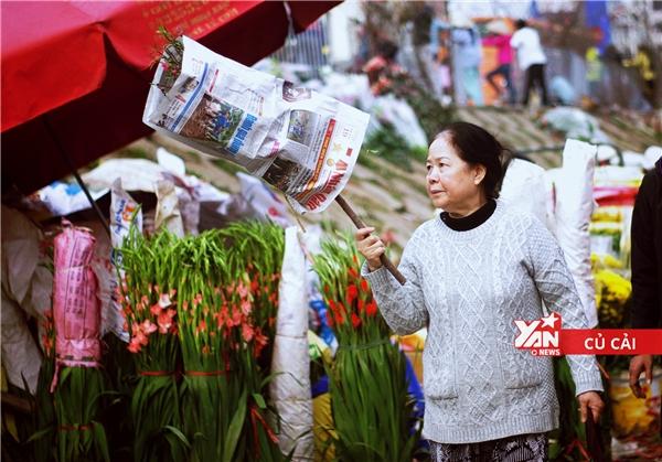 Chợ hoa ở đây thu hút tất cả các đối tượng khách hàng, từ người lấy buôn cho tới người dân đủ mọi độ tuổi.