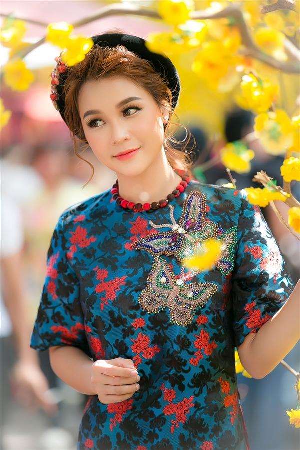 Nhân dịp Tết Đinh Dậu, nàng hot girl Sam đã tranh thủ xuống phố đầu xuân ngay khi trống lịch quay phim.