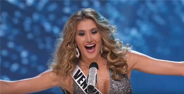 Phần trình diễn trước Lệ Hằng là của đại diện Venezuela Mariam Habach, 20 tuổi. Cô gái này được kì vọng sẽ là chủ nhân thứ 65 của chiếc vương miện danh giá.