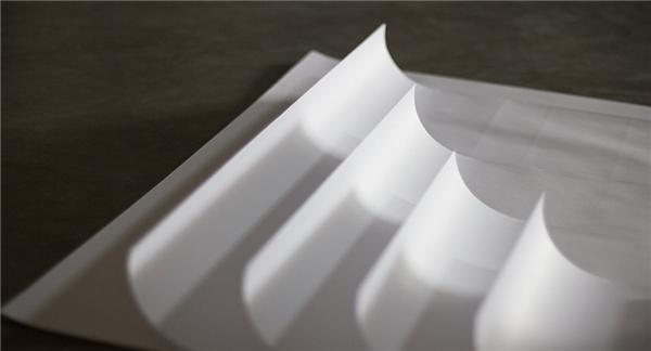 Bề mặt giấy mịn hơn loại giấy thông thường một chút.