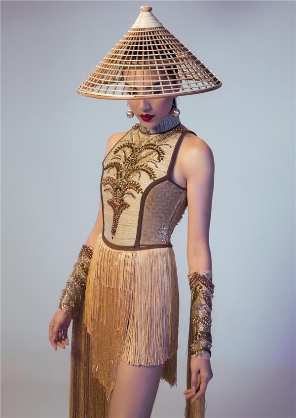 Theo thông tin đăng tải trước đó, Lệ Hằng đã chọn mẫu thiết kế mang tên Nàng Mây cho phần thi Trang phục truyền thống. Ngay từ khi mới trình làng về mặt hình ảnh, thiết kế đã nhận được sự ủng hộ nhiệt liệt của khán giả quê nhà cũng như công chúngquốc tế bởi sự độc đáo, mới lạ.