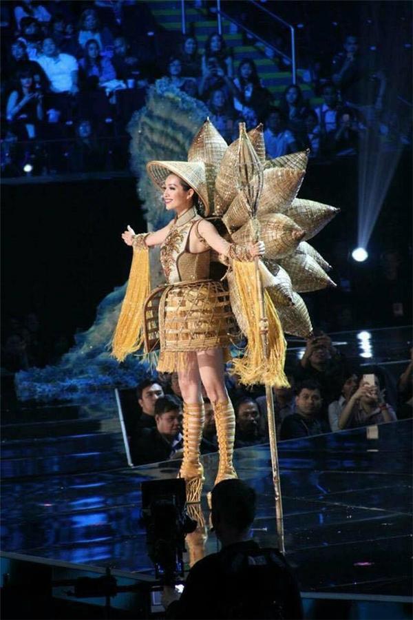 Ngay từ những giây đầu tiên xuất hiện trên sàn diễn Miss Universe, Lệ Hằng đã nhận được sự ủng hộ nhiệt liệt của khán giả có mặt tại đêm thi bán kết. Cô cũng đã có phần trình diễn khá thành công.