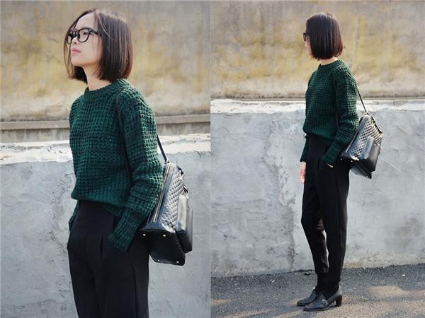 Hoặc bạn cũng có thể lựa chọn những tông xanh rêu, hơi trầm không quá kén da mà lại dễ kết hợp đồ, và vẫn hợp thời trang.