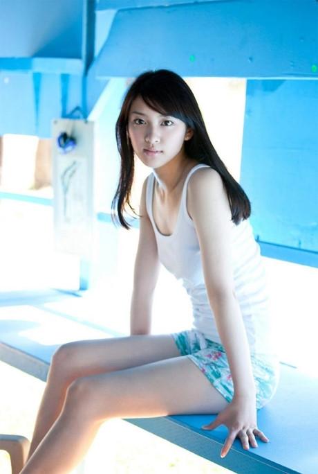 Emi từng chiến thắng tạicuộc thi tìm kiếm thiếu nữ đẹp nhất Nhật Bản lần thứ 11.