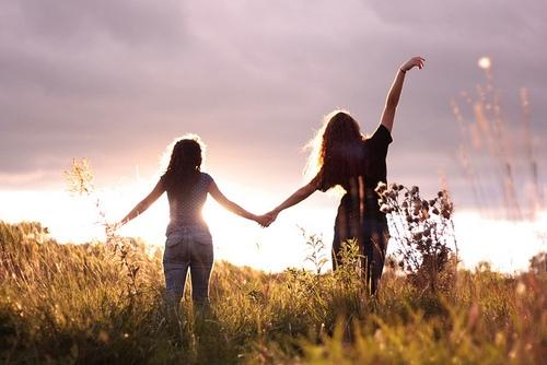 Bất kể khi nào tôi thất bại và chán chường, bạn vẫn luôn ở đây, bên tôi, vực tôi đứng dậy.(Ảnh minh họa - Nguồn: Tumblr)