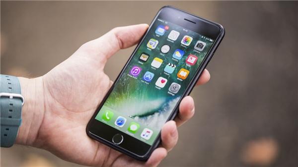 Chiếc iPhone 7 Plus vẫn hoạt động bình thường sau 13 giờ chìm dưới sông băng âm 36 độ C.