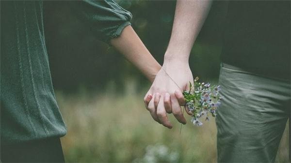 Hãy giữ lấy tình yêu đặc biệt từ những điều bình dị nhất. (Ảnh minh họa - Nguồn: Internet)