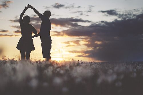Hãy tìm kiếm và gìn giữ những tình yêu như thế trong năm 2017 này... (Ảnh minh họa - Nguồn: Internet)