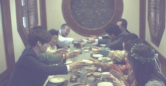 Vợ chồng son xứ Hàn: Chẳng cần sang giàu, nguyện được sánh bước cả đời