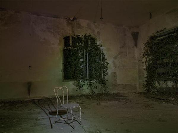 """Đảo Poveglia ở Ý có một nhà thương điên thời chiến được cho là bị """"ám"""" nặng đến nỗi chính phủ nước này ra lệnh cấm không cho bất cứ ai không phận sự bước vào."""