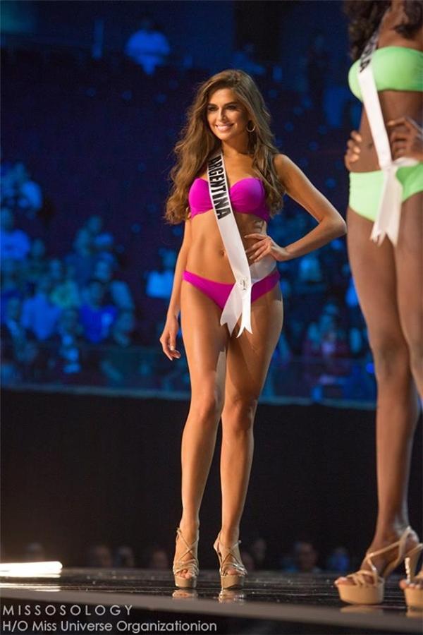 Nhìn lại 16 màn trình diễn bikini hot nhất đêm bán kết Miss Universe
