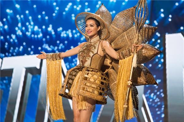 Ngắm hình ảnh lung linh của Lệ Hằng trong đêm bán kết Miss Universe