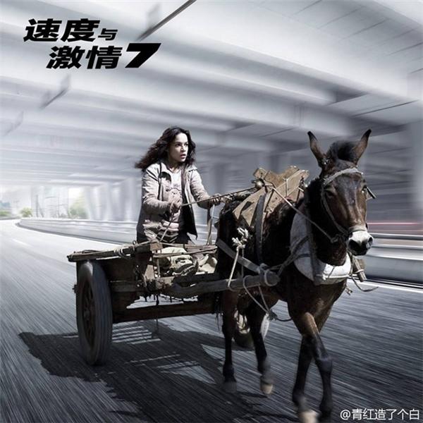 """Michelle Rodriguez xứng đáng với danh xưng """"đả nữ"""" bên chiếc xe ngựa."""