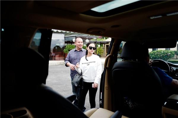 """Phạm Quỳnh Anh và đạo diễn Quang Huy kết hôn vào năm 2012 sau hơn 10 năm yêu nhau. Con gái đầu lòng của vợ chồng họ có tên gọi ở nhà là Bella, tên thật là Nguyễn Tuệ Lâm chào đời vào tháng 11/2012. Cô bé thừa hưởng nhiều nét đẹp của bố lẫn mẹ. Hiện tại, nàng """"công chúa""""đã được 5 tuổi. - Tin sao Viet - Tin tuc sao Viet - Scandal sao Viet - Tin tuc cua Sao - Tin cua Sao"""