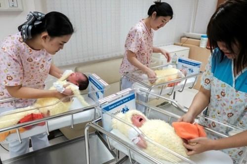 Vào dịp năm mới 2017, bệnh viện này cũng từng mặc trang phục gà con cho các bé sơ sinh.