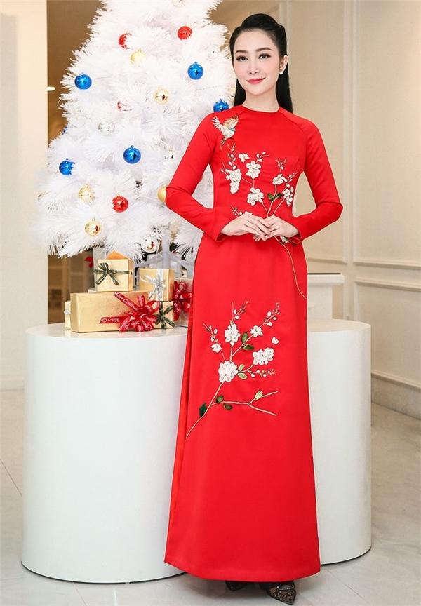 Đầu Xuân rực rỡ với áo dài đỏ như mỹ nhân Việt để may mắn cả năm!