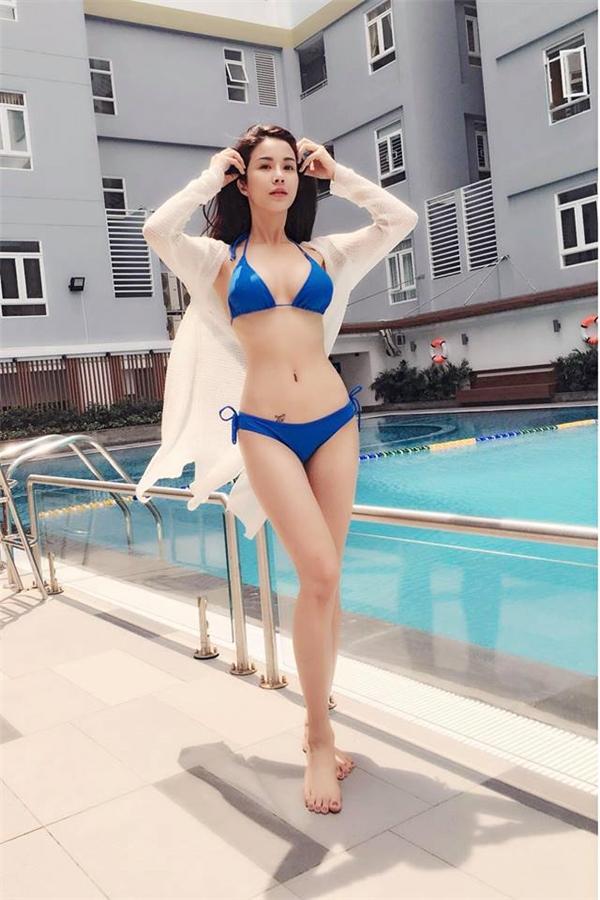 """Với những đường cong gợi cảm và quyến rũ của mình, người đẹp sinh năm 1989 luôn tự tin khi diện bikini """"siêu sexy"""". - Tin sao Viet - Tin tuc sao Viet - Scandal sao Viet - Tin tuc cua Sao - Tin cua Sao"""