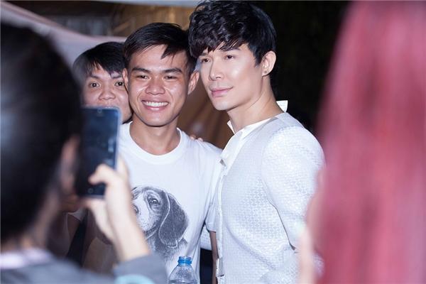 Nathan Lee đón năm mới hạnh phúc cùng người hâm mộ - Tin sao Viet - Tin tuc sao Viet - Scandal sao Viet - Tin tuc cua Sao - Tin cua Sao