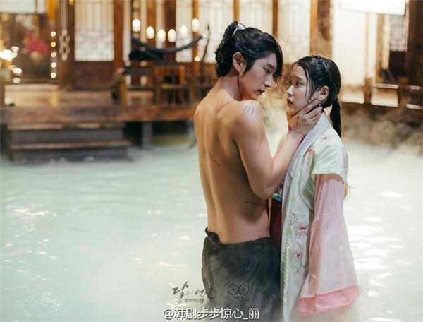 Lee Jun Ki và IU thân thiết hơn từ sau khi đóng chung trong phim.