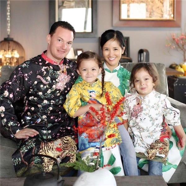 Cả gia đình chị Bống cùng diện áo dài đón Tết. - Tin sao Viet - Tin tuc sao Viet - Scandal sao Viet - Tin tuc cua Sao - Tin cua Sao