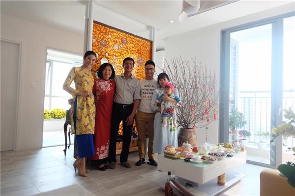 Hoa hậu Việt Nam năm 2010 cũng dành thời gian đầu năm cho gia đình. - Tin sao Viet - Tin tuc sao Viet - Scandal sao Viet - Tin tuc cua Sao - Tin cua Sao