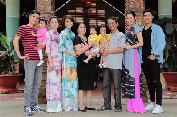 Á hậu Việt Nam 2010 cũng từ nước ngoài về Việt Nam đón Tết cùng gia đình. - Tin sao Viet - Tin tuc sao Viet - Scandal sao Viet - Tin tuc cua Sao - Tin cua Sao