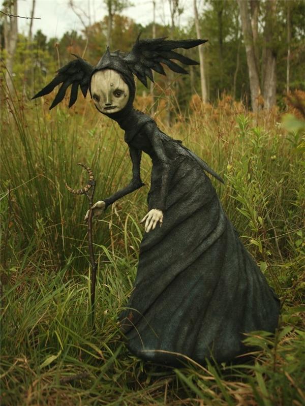 Bức tượng lấy cảm hứng từ mụ phù thủy.