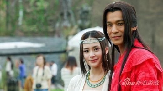 Chung Hân Đồng cũng là mỹ nhân có nụ cười khuynh quốc khiến khán giả ấn tượng và yêu mếndù cô chỉ diễn vai phụ Tốn Phươngtrong Cổ Kiếm Kỳ Đàm.