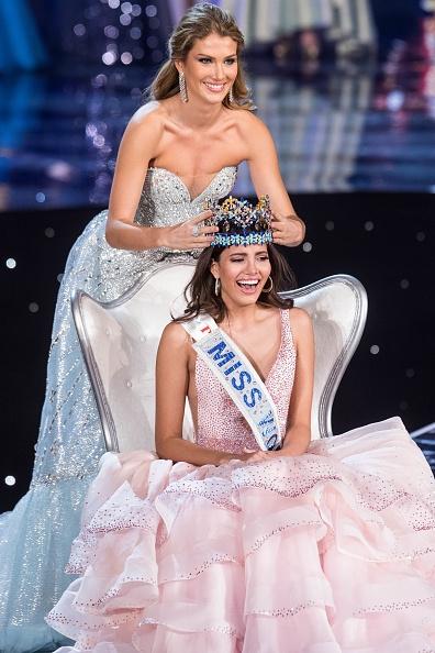Hoa hậu Thế giới 2016 tên đầy đủ là Stephanie Del Valle. Cô năm nay vừa bước qua tuổi 20, cao 1m78 và hiện đang là sinh viên. Stephanie Del Valle có thể nói 3 thứ tiếng: Anh, Pháp và Tây Ban Nha. Đại diện của Puerto Rico đăng quang trong sự ngỡ ngàng, bất ngờ của hàng triệu khán giả bởi nhiều người cho rằng Hoa hậu Philippines Catriona Gray sẽ là người đội vương miện.