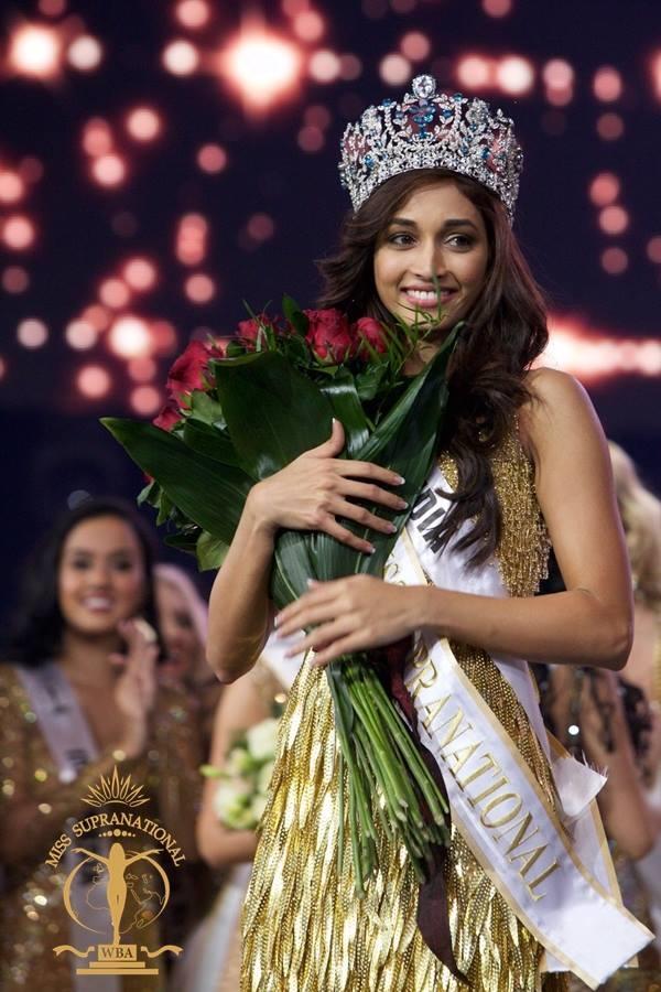 Srinidhi Ramesh Shetty (sinh năm 1992, cao 1m72) vượt qua 70 thí sinh khác để đăng quang Hoa hậu Siêu quốc gia 2016 trong đêm chung kết tại Ba Lan diễn ra vào đầu tháng 12/2016. Cô được đánh giá cao không chỉ ở ngoại hình, mà còn bởi phong cách trình diễn tự tin.