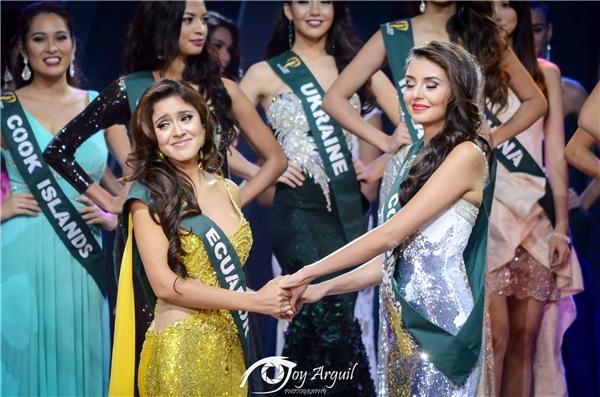 Người đẹp Ecuador Katherine Espin được xướng tên cho ngôi vị cao nhất. Cô năm nay 24 tuổi, cao 1m72. Đương kim Hoa hậu Trái đất bắt đầu tham gia các cuộc thi sắc đẹp từ năm 2013. Cô cũng từng đoạt giải Á hậu 1 tại cuộc thi Miss Bikini Universe 2015 ở Trung Quốc.